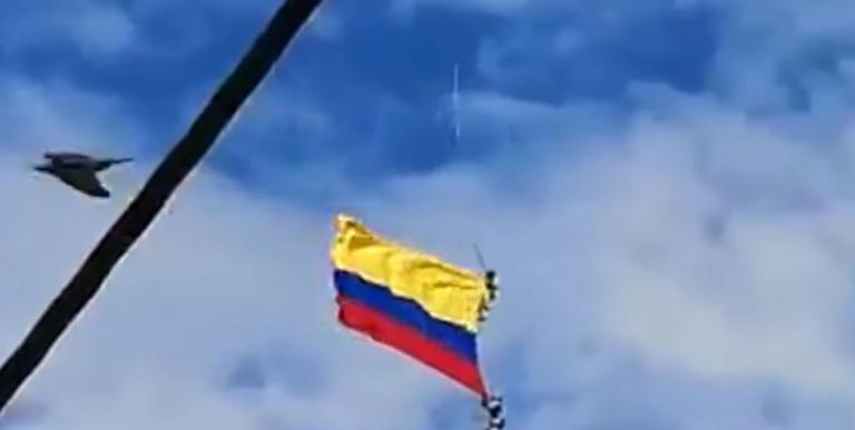 Βίντεο σοκ:  Στρατιωτικοί πέφτουν στο κενό ενώ κρέμονταν από ελικόπτερο