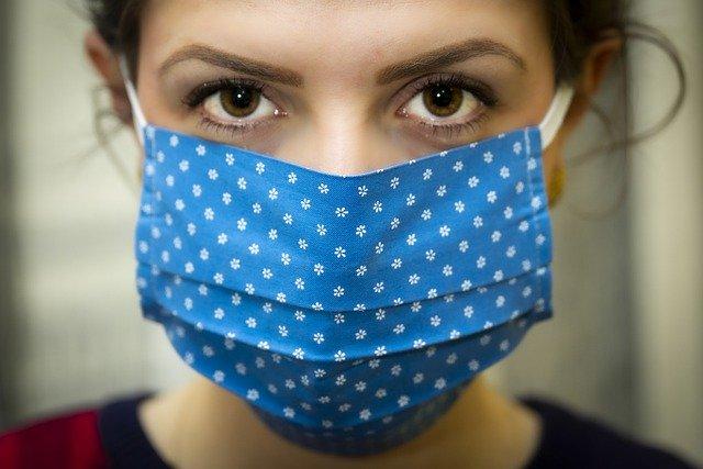 Φοράμε μάσκες στους κλειστούς χώρους από σήμερα Τετάρτη