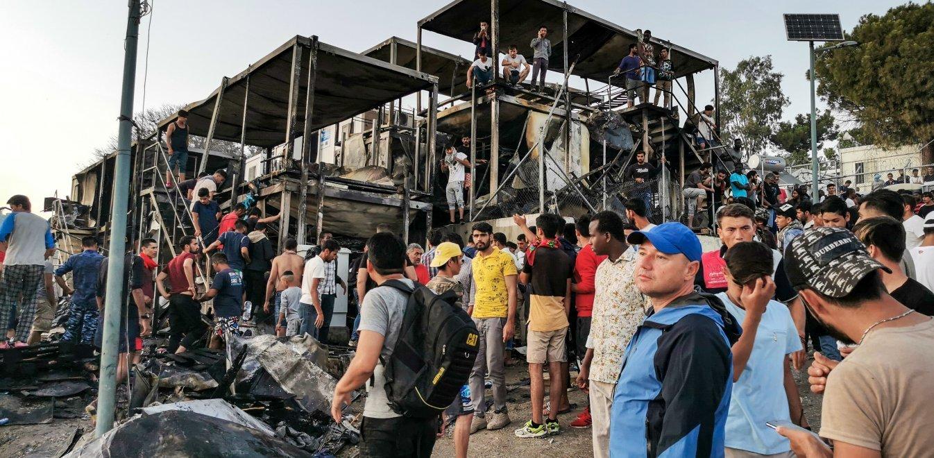 Μόρια: Κάηκε ολοσχερώς το ΚΥΤ. 12.000 άνθρωποι στον δρόμο. Υγειονομική βόμβα η Λέσβος